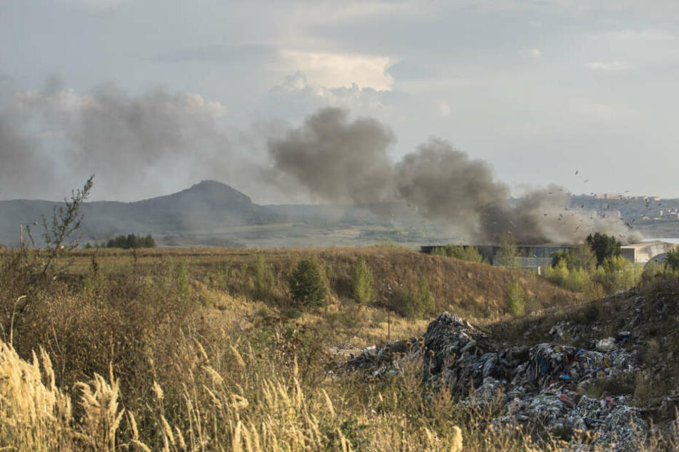 Die Rauchwolke über Litvinov ist weithin sichtbar.