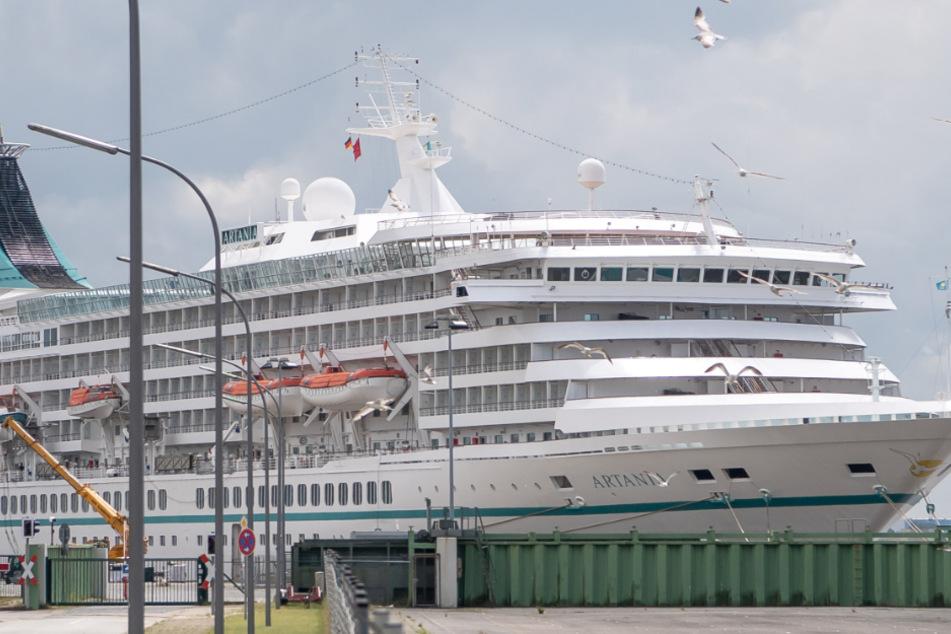 """Das Kreuzfahrtschiff """"Artania"""" hat die letzten acht Kreuzfahrttouristen an Land gebracht."""