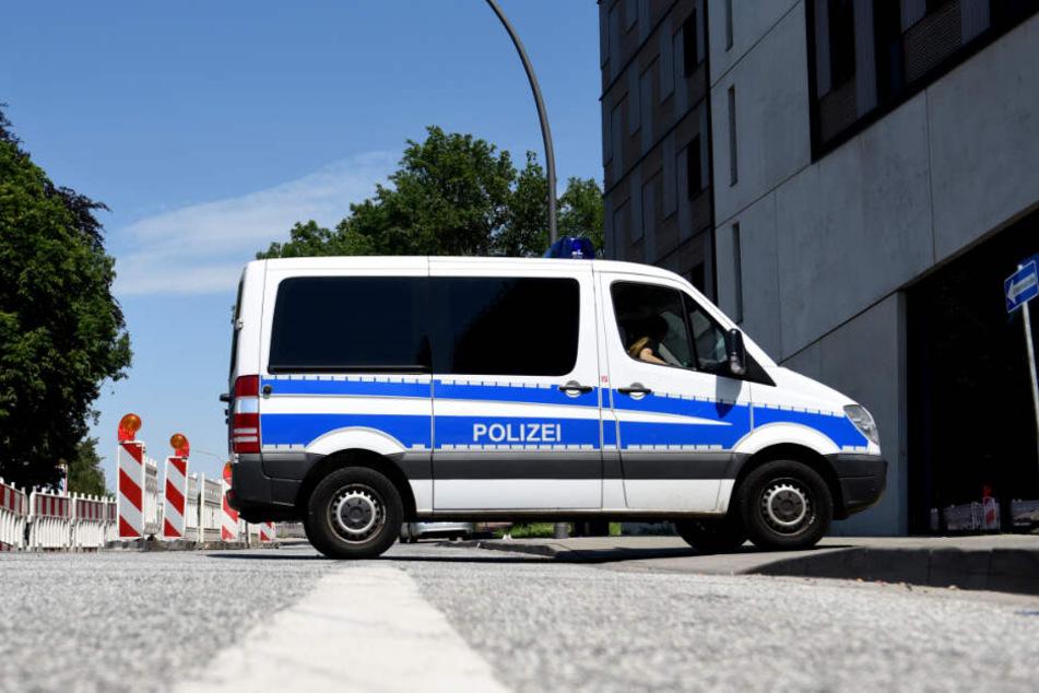 Die Polizei sperrte die Umgebung der Uni ab. (Symbolbild)