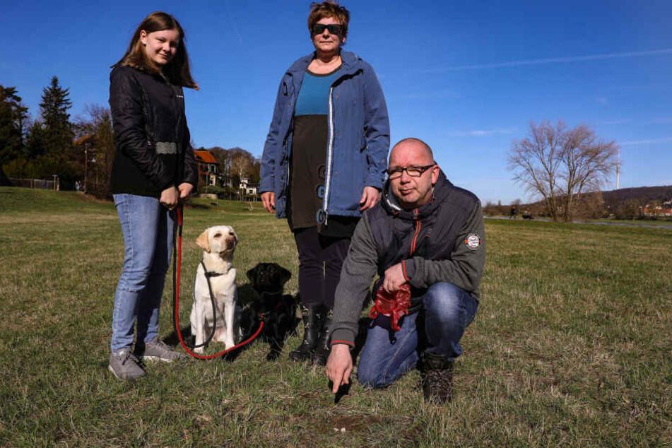 Leni (13), Petra (46) und Andreas V. (46) sorgen sich um ihre Hunde.