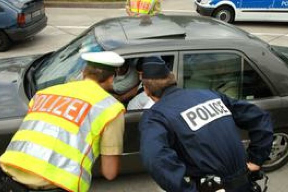 Die Polizei zeigte sich von dem vorlauten BMW-Fahrer wenig beeindruckt und übergab ihn an seine Eltern. (Symbolbild)