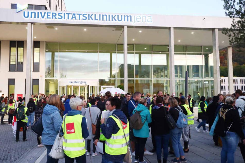 Hunderte Mitarbeiter hatten vor dem Klinikum gestreikt.
