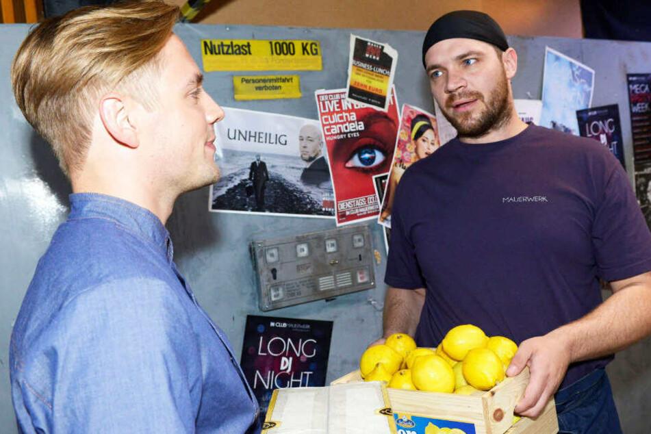 Noch kennt Erik die politische Gesinnung von Lars nicht.