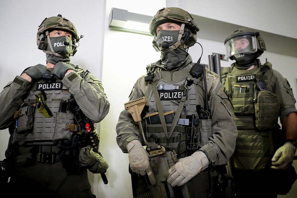 Männer einer GSG9-Einheit in voller Montur.