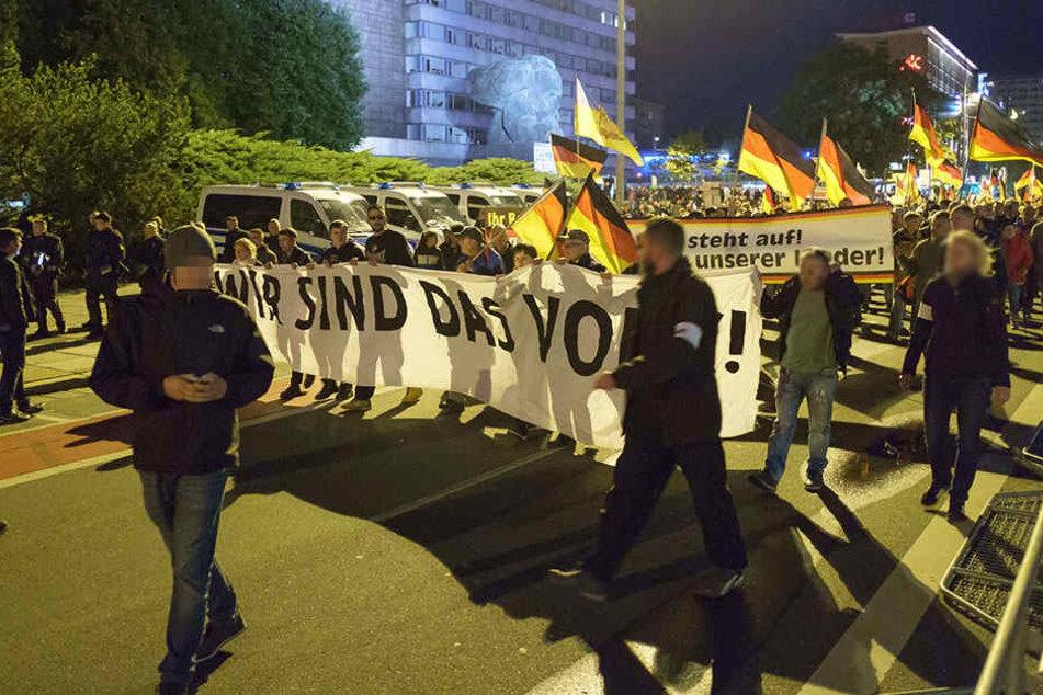Chemnitz: Hitlergruß und Messer: Die Bilanz des Demo-Freitags in Chemnitz