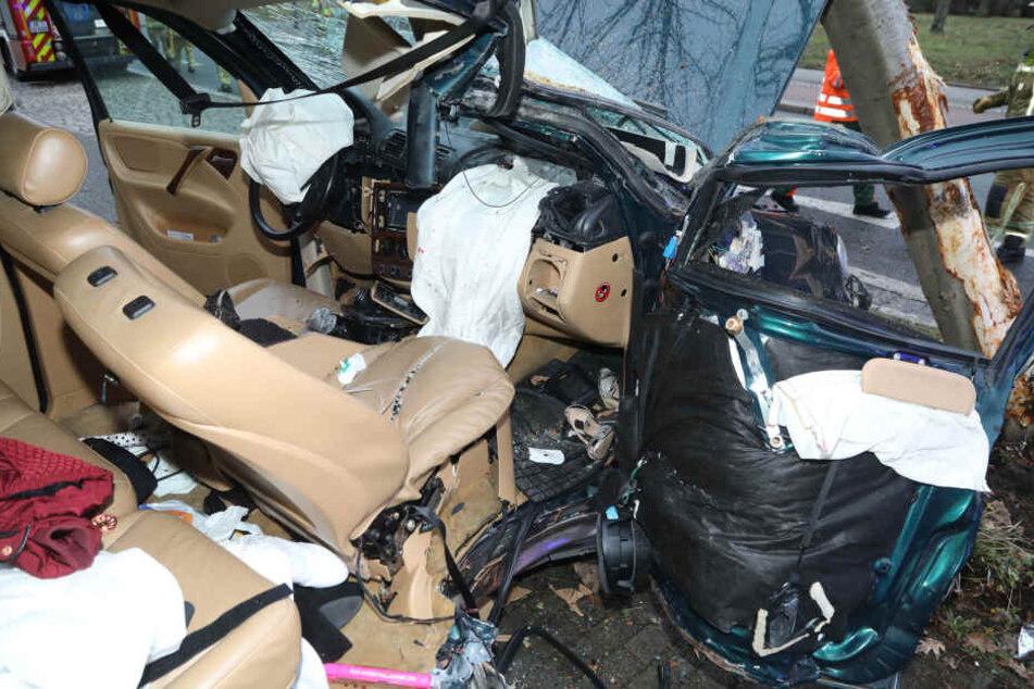 Beide Insassen wurden schwer verletzt ins Krankenhaus gebracht.