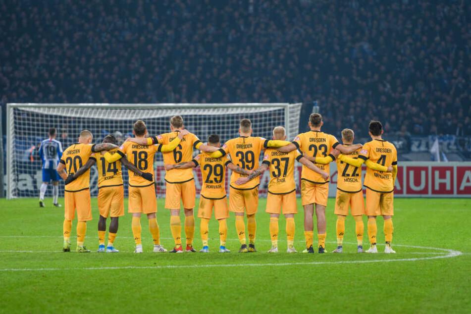 Ein Bild mit Symbolcharakter: Zusammen kann Dynamo Großartiges leisten!