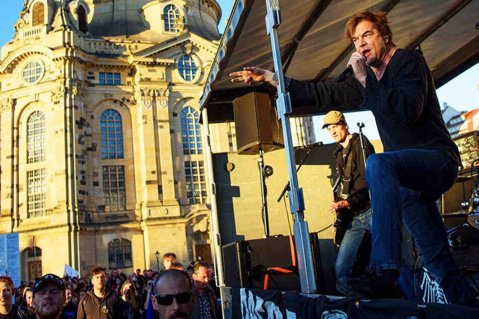 Campino und seine Band startete ihr Spontankonzert vor der Frauenkirche.
