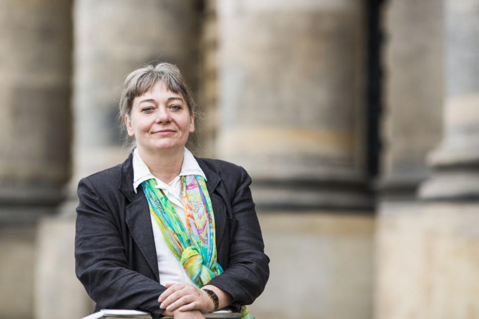 Theologie-Professorin Angelika Berlejung (57) erforscht die Inschriften von tausende Jahre alten Amuletten.