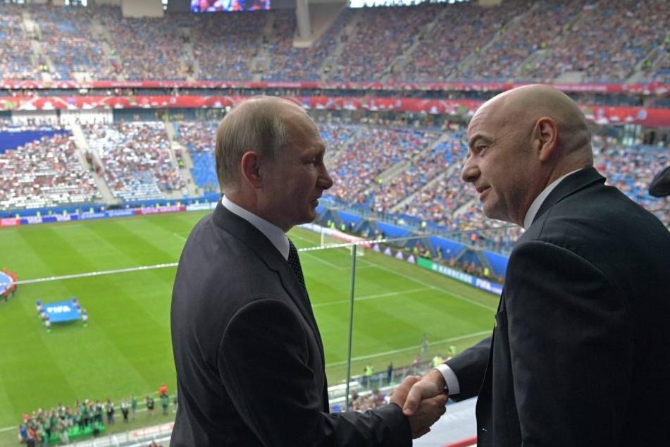 Russlands Präsident Wladimir Putin (l) und Fifa Präsident Gianni Infantino beim Confed Cup.