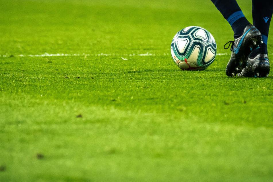 Hamburger Fußballer wurden durch Fans rassistisch beleidigt. (Symbolbild)