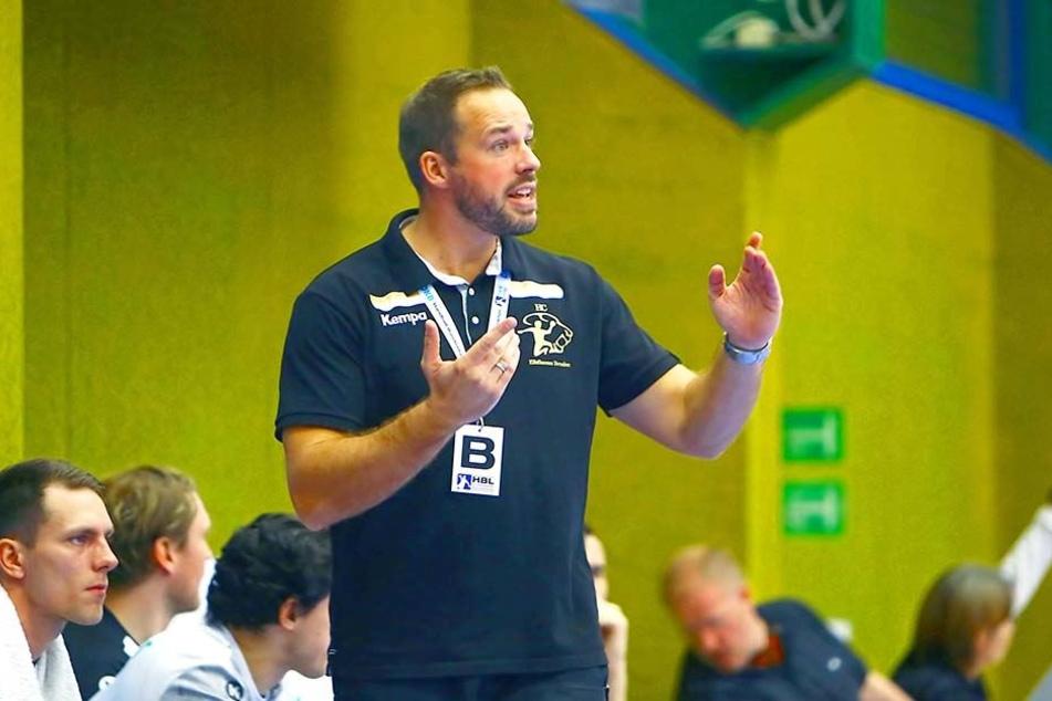 Elbflorenz-Trainer Christian Pöhler gibt Anweisungen.