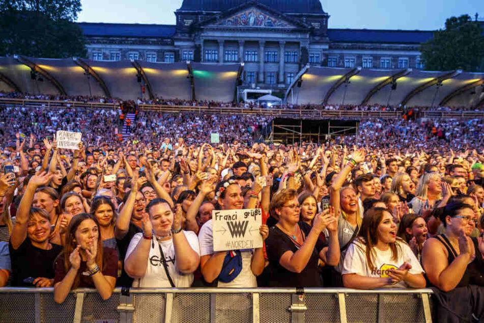Kreischalarm bei den vorwiegend weiblichen Fans von Weincent Weiss.
