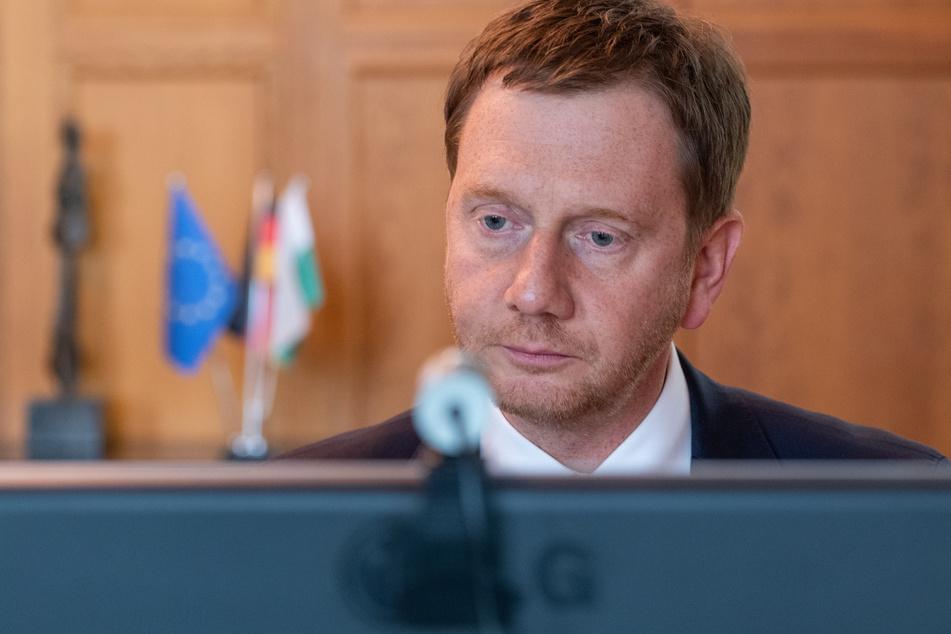 Michael Kretschmer während der Videoschalte mit Angela Merkel und den Ministerpräsidenten.