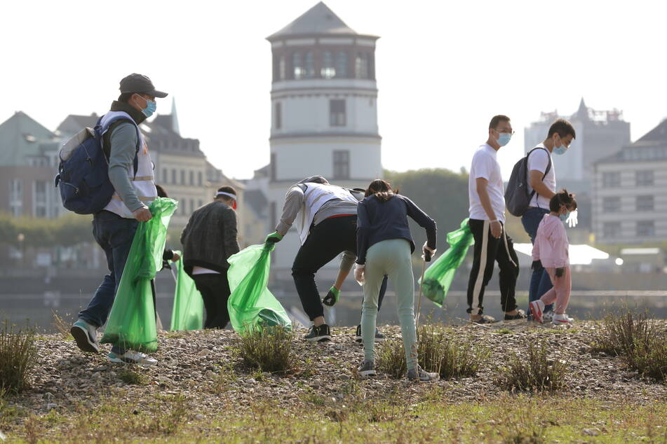 Tausende räumen an Flussufern auf: Hunderte Tonnen Müll gesammelt