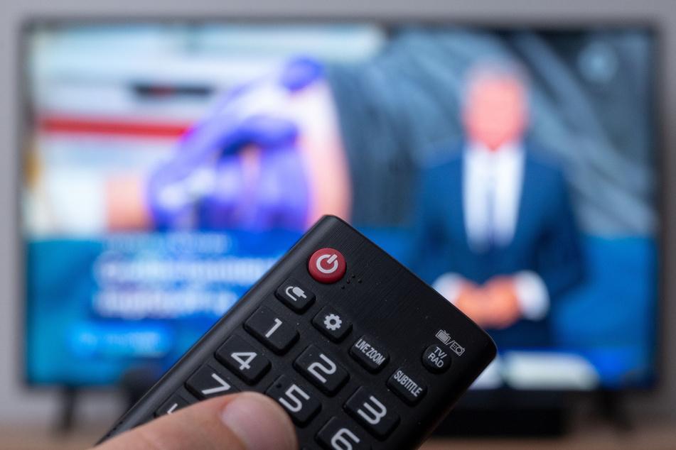Einschalten oder nicht - es kostet demnächst mehr. Die Sender ARD, ZDF und Deutschlandradio hatten sich in ihrer Rundfunkfreiheit verletzt gesehen und in Karlsruhe geklagt.