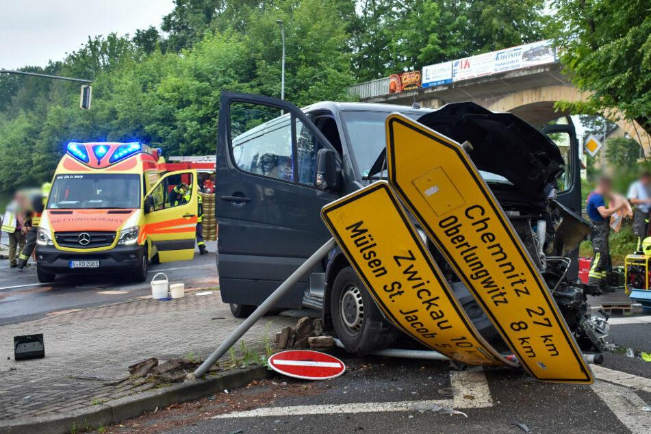 Drei Schwerverletzte bei heftigem Kreuzungs-Crash