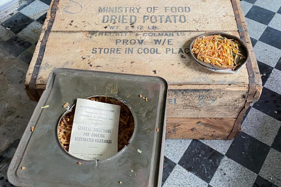 Kurioser Fund auf Dachboden: Mann findet in Kisten Kartoffeln aus dem zweiten Weltkrieg