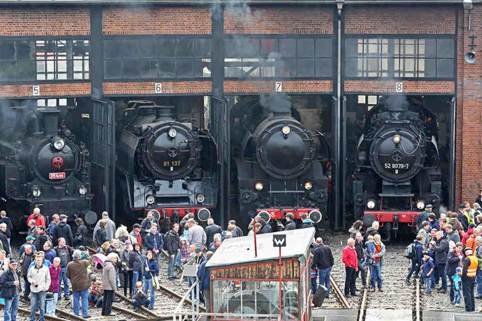 Zwölf Dampfloks und jede Menge historischer Fahrzeuge begeisterten rund 12.000 Besucher zum 9. Dampfloktreffen.