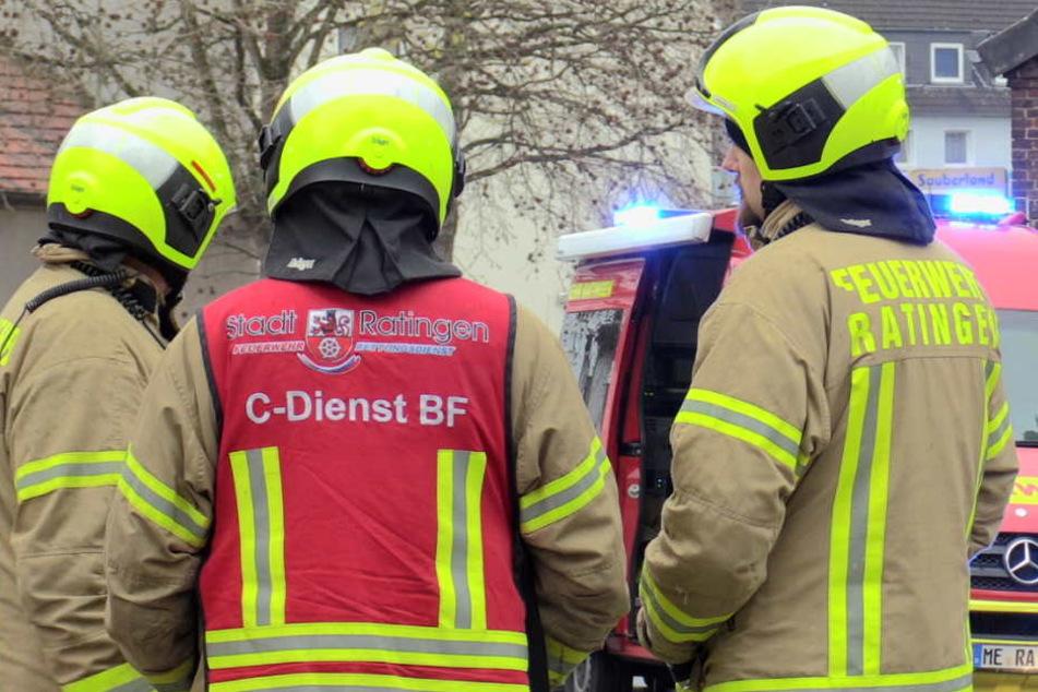 Die Feuerwehr und Sanitäter kümmerten sich um die Kinder in Ratingen.