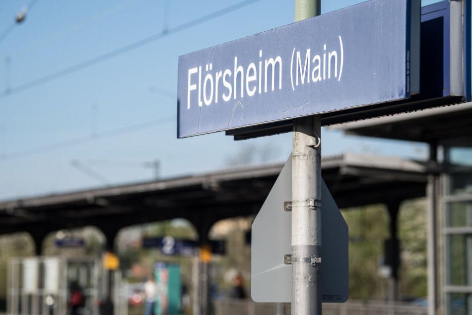 Das mutmaßliche Opfer wurde von der Polizei am Bahnhof in Flörsheim in Empfang genommen.