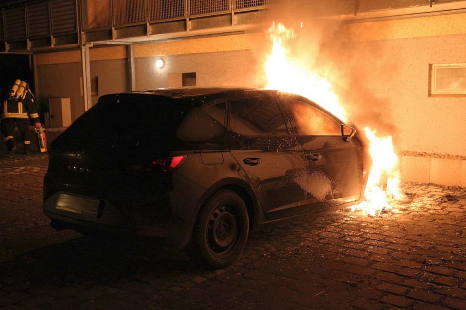 In Sondershausen gingen mehrere Autos in Flammen auf.