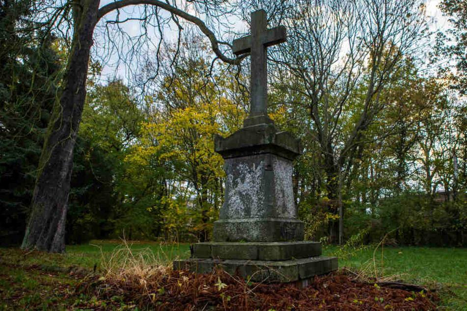Kann man diesen Friedhof für Ermordete einfach so verkaufen?