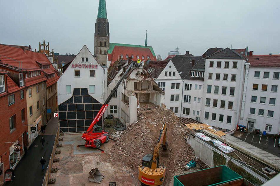 Die Lampe-Bank hat mit dem Abriss des Hauptgebäudes begonnen.