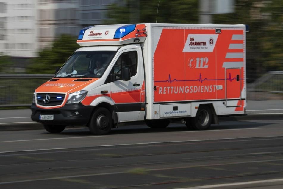 Taxi überfährt rote Ampel und kracht in Auto: Vier Verletzte