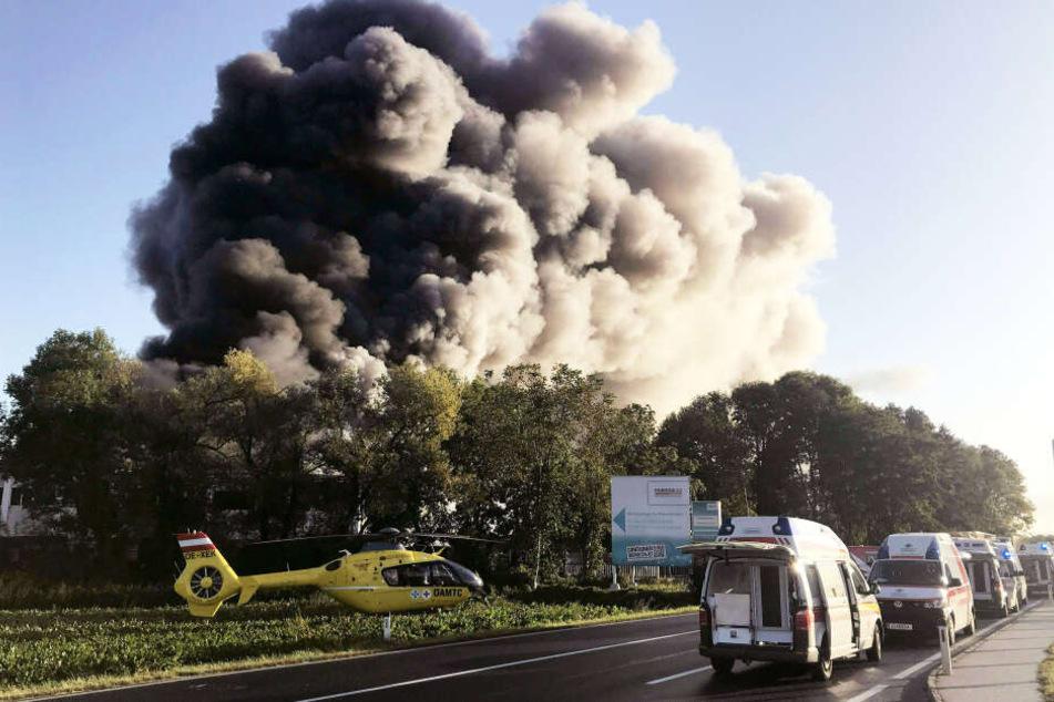 Großbrand nach Explosion am Flughafen Linz
