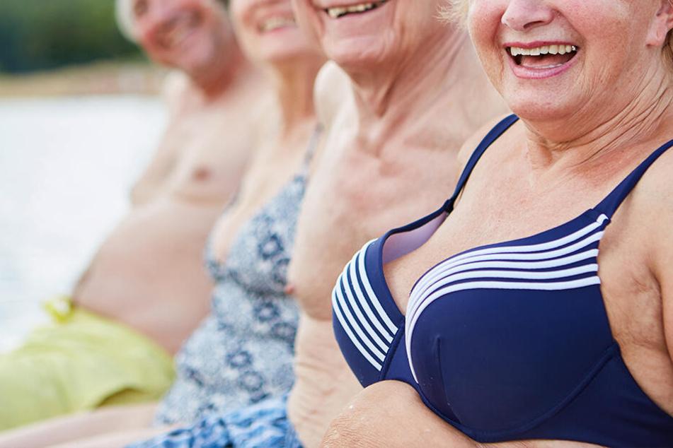 Im Gebüsch! Mehrere Rentner (62 bis 85) haben ziemlich lauten Gruppensex, dann kommt die Polizei