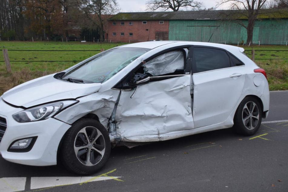Der Hyundai war auf der Fahrerseite stark beschädigt.