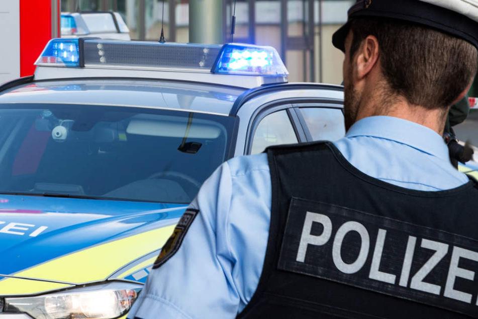 Die Polizei fahndet nach den beiden Räubern und sucht daher Zeugen (Symbolbild).