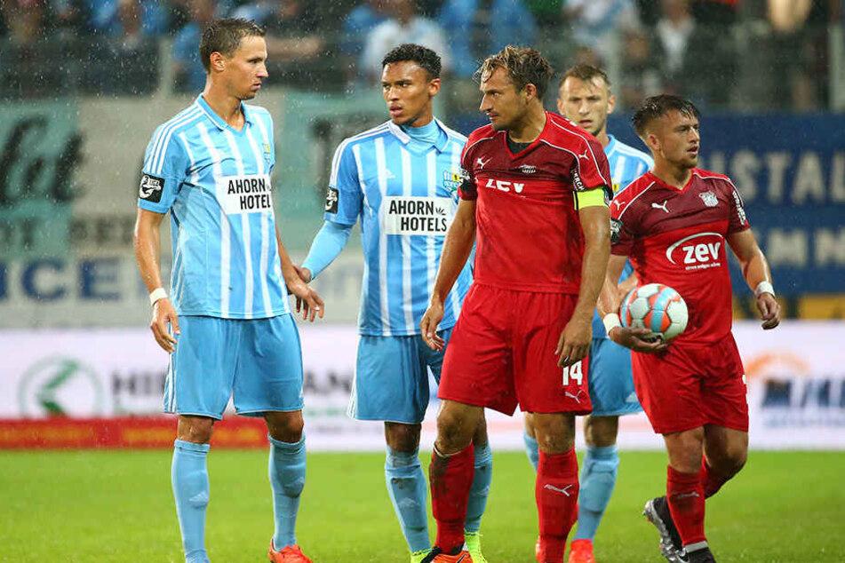 Zwickaus Toni Wachsmuth (M.) verspricht dem Chemnitzer FC fürs Derby am Sonntag einen ganz heißen Tanz.