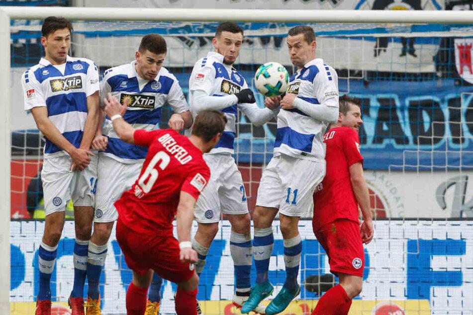 Tom Schütz traf sehenswert zur 1:0-Führung gegen den MSV Duisburg.