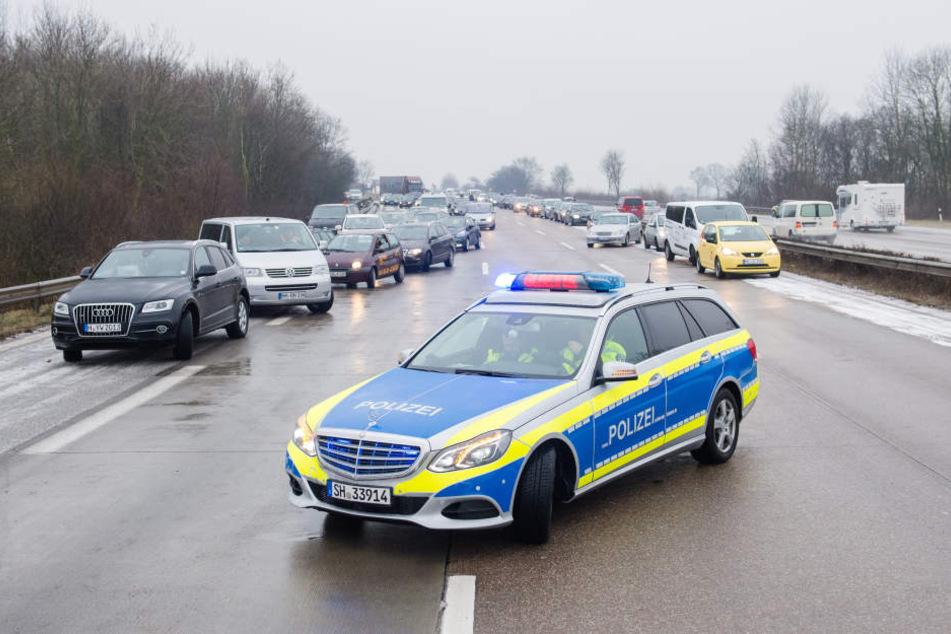 Teilweise mussten Autobahnen wegen Glätte gesperrt werden.