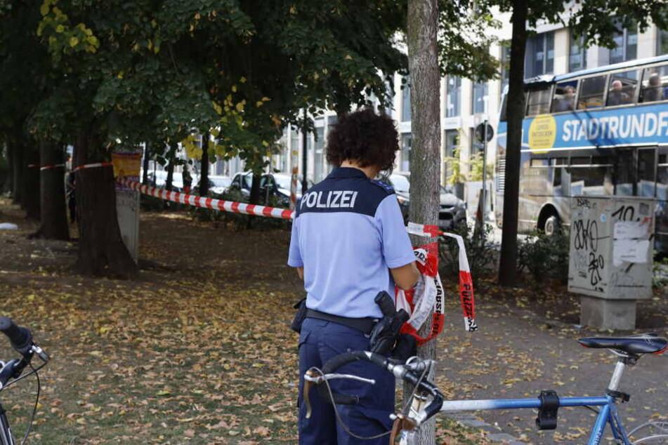 Die Polizei sperrte nach der Gewalttat den Bürgermeister-Müller-Park ab und suchte nach Beweismitteln.