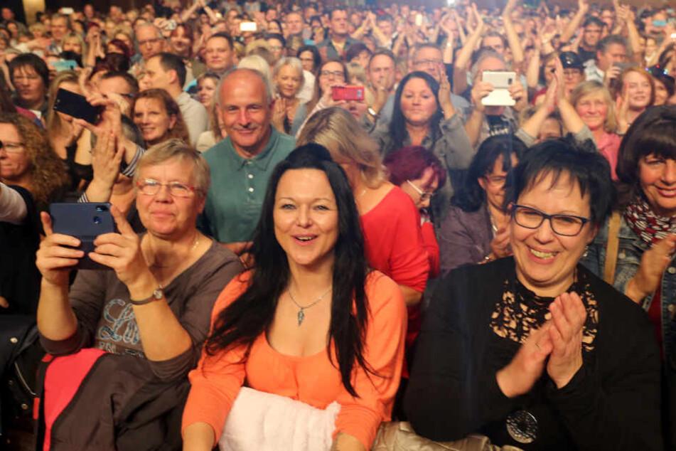 Rund 2000 Fans feierten den Schlager-Liebling in der Chemnitzer Stadthalle.