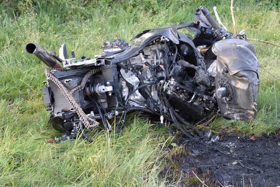 Das Motorrad war nach dem Crash mit dem Baum nicht mehr zu erkennen.