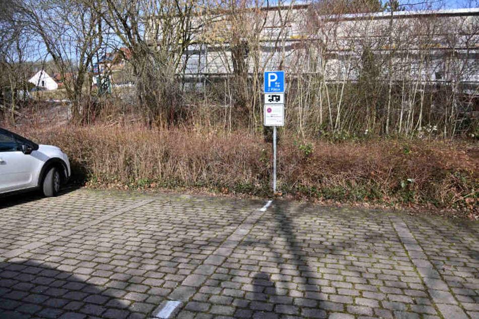 Seitdem das Schild steht, sind die Parkplätze frei.