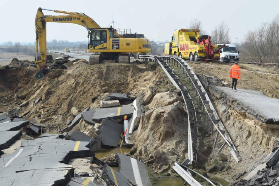 Behelfsbrücke über A20-Krater: Traut sich niemand an das Projekt, aus Angst zu scheitern?