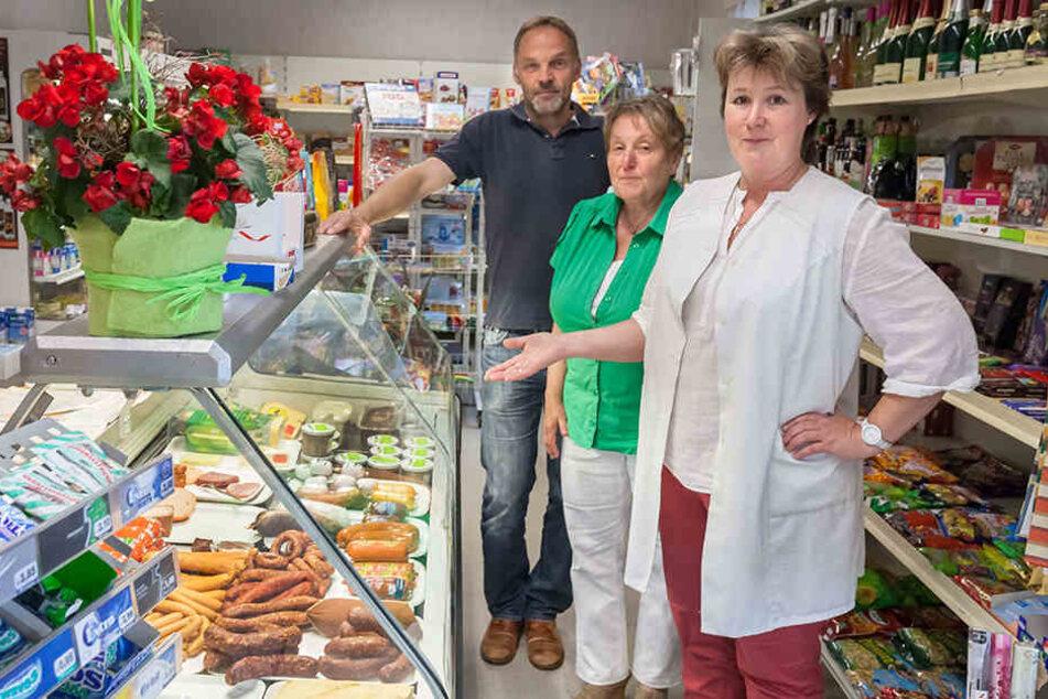 Die Kühltheke konnte durch Spenden der Kunden repariert werden. Auch Bürgermeister Dirk Neubauer engagierte sich.