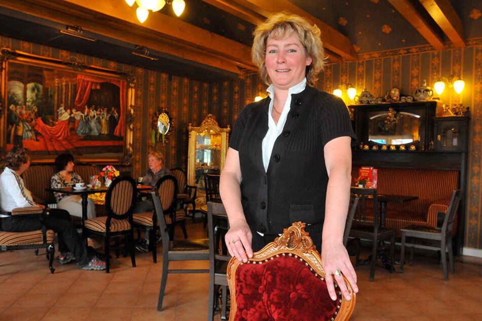 """Manuela Giemsa (53) führt die Geschäfte vom Gasthaus """"Zum Erzgebirge"""" und vom Café """"Buntes Häusel""""."""