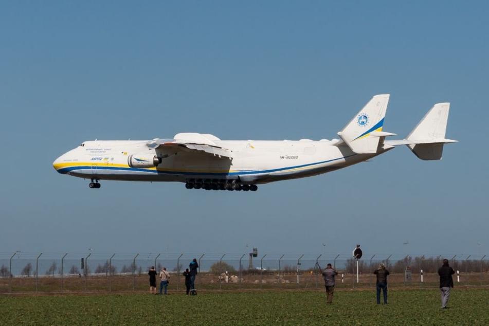 Größtes Flugzeug der Welt landet wieder in Sachsen