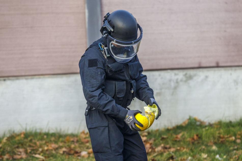 Um die Gefahr zu zeigen, sprengte Hauptkommissar Axel Brehm (44) eine Melone in die Luft.