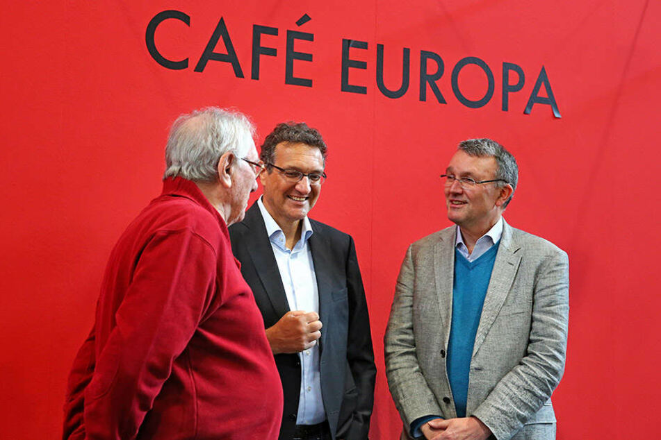 Das Café Europa ist Schauplatz für Diskussionen. Im letzten Jahr waren unter anderen der syrische Philosoph Said al-Azm, der ägyptische Journalist Karim El-Gawhary und Islamwissenschaftler Michael Lüners (v.l.n.r.) vor Ort.