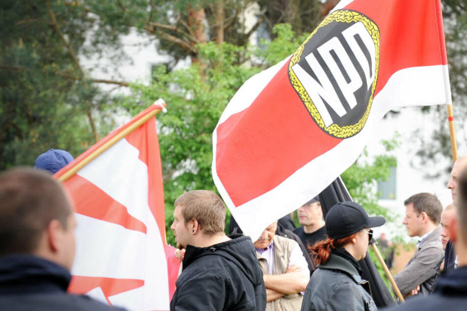 Das Archivbild aus dem Jahr 2014 zeigt NPD-Mitglieder bei einer Kundgebung in Brandenburg.
