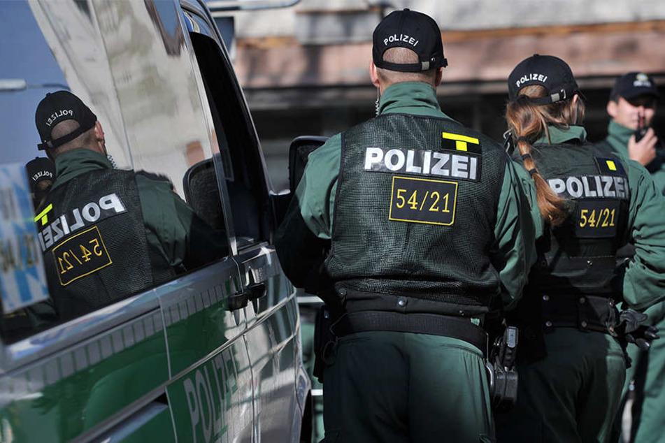 Die Polizei versucht durch starke Präsenz die Kriminalität einzudämmen (Symbolbild).