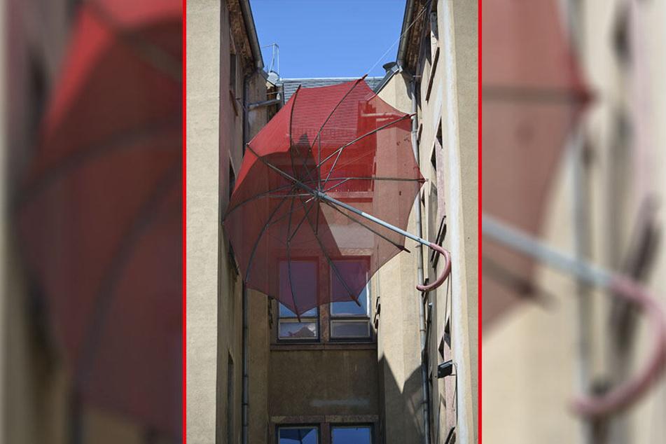 """""""Die Ankunft des Robert"""" heißt dieser Schirm am Lokomov und soll an eine Geschichte im Buch """"Struwwelpeter"""" erinnern."""