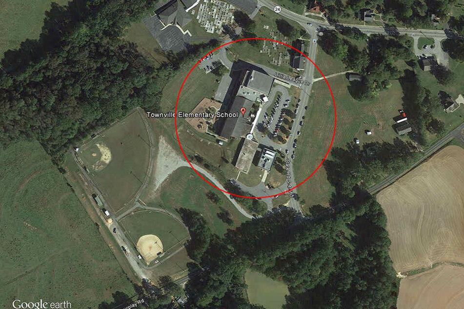 Auf dem Spielplatz einer Grundschule in den USA wurden zwei Kinder und ein Lehrer durch Schüsse verletzt.